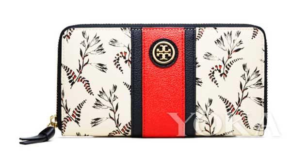钱包表面印有春意盎然的树枝图案,红蓝相间的粗条纹包带位于包身