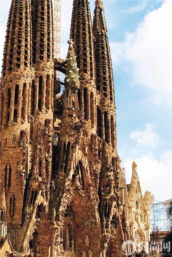 有了修建圣家族大教堂上尖塔的灵感