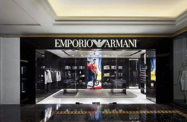 阿玛尼集团的独家分销网络遍布全球60多个国家,共有2473间店铺:164