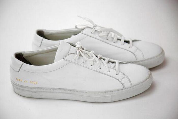 第一款当然介绍的是红遍大江南北的Adidas Stan Smith小绿尾,这款鞋之前小编有介绍过的,是有史以来第一双签名运动鞋,是Adidas专门为一个叫做Stan Smith365bet体育开户网址_365体育投注怎么玩_365bet体育开户的。    这双鞋是365bet体育开户网址_365体育投注怎么玩_365bet体育开户于上个世纪60年代,至今是adidas单一产品销售量最好的一双鞋,总量已经超过3000万双,基本上每隔10年都会火一次。